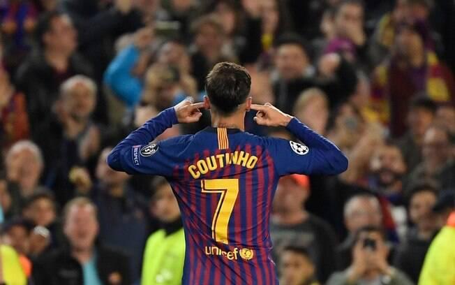 Philippe Coutinho comemorou seu gol pelo Barcelona colocando os dedos nos ouvidos