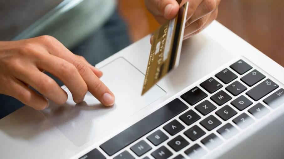 Criminosos estão aproveitando vendas pela internet para aplicar golpes