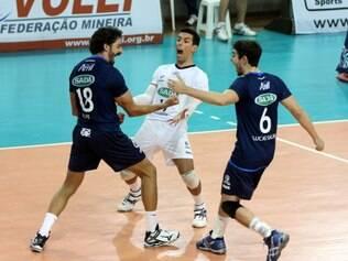 Filipe, Serginho e Lucas Salim vibram com mais um ponto na decisão do Mineio