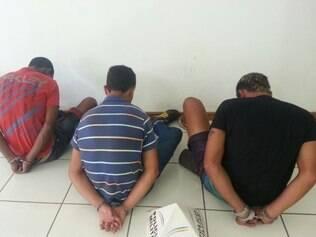 Suspeitos pegos por policiais militares são acusados de praticarem vários roubos