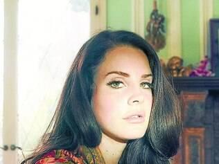"""Fora do """"mainstream"""". Cantora Lana Del Rey tenta fugir dos parâmetros recorrentes da música pop"""