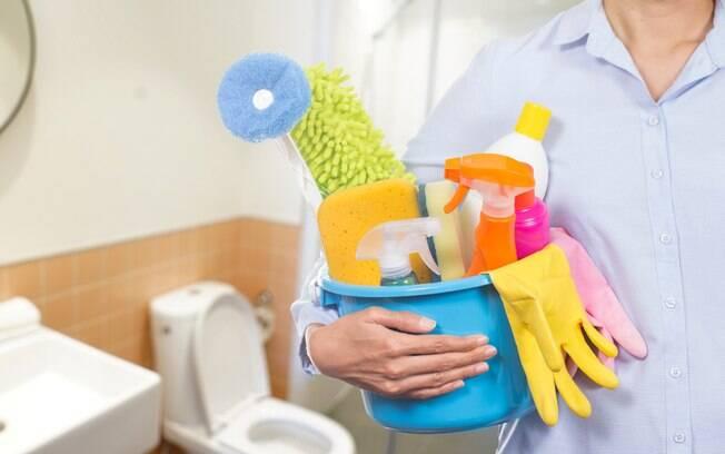Você sabe como limpar o banheiro? O cômodo, por ser de uso diário e pessoal, precisa estar sempre limpo e com cheiro bom