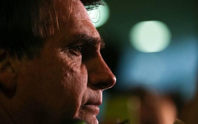 Nascido em Campinas, São Paulo, Bolsonaro é ex-professor de educação física e, depois, se tornou capitão do Exército