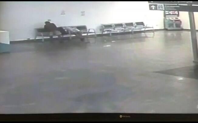 Vídeo mostra o momento em que homem é furtado