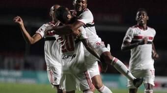 São Paulo passeia no retorno e aplica goleada no São Caetano