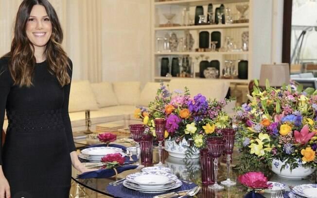 A frente do Vamos Receber , Thais encanta com suas produções de mesa lindas e dicas descontraídas de como receber em casa