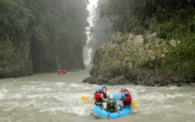 Outra grande atração do turismo na Costa Rica é o uso comercial dos rios para rafting, caiaque e tubing, entre outros