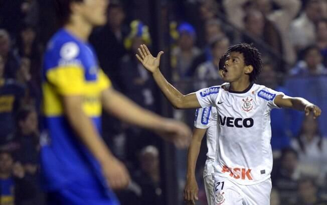 E entrando no fim do jogo, Romarinho marcou o  gol do empate em 1 a 1 contra o Boca Juniors na  Bombonera