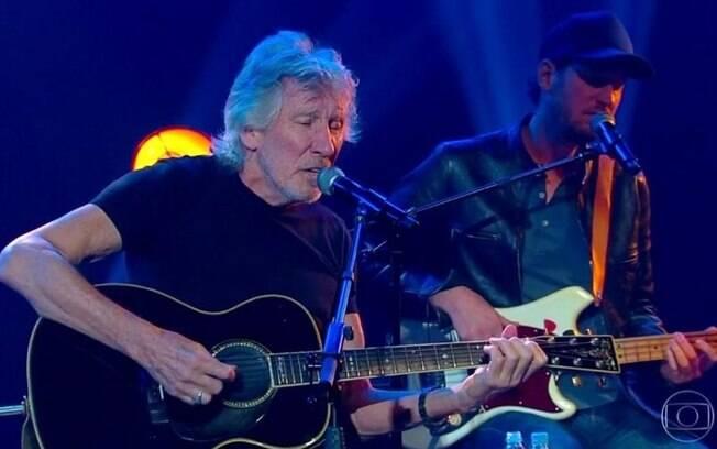 Roger Waters fala sobre erro da equipe em hashtag EleNão durante show em SP