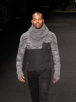 Jon Jones desfila no Fashion Rio