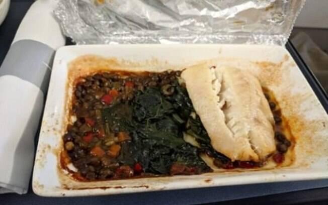 Bacalhau com espinafre e legumes