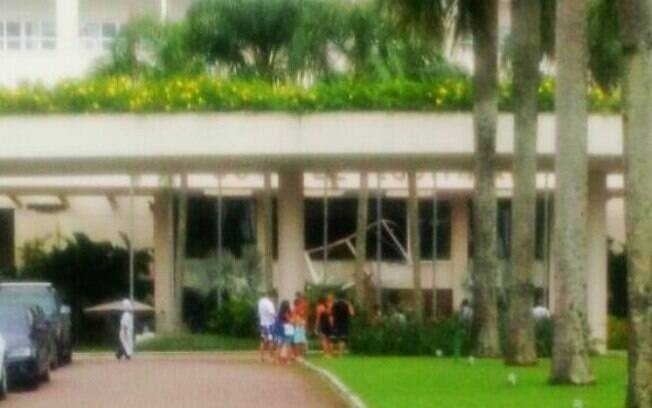Explosão, que foi provocada por um vazamento de gás de cozinha, danificou a fachada e parte da recepção do hotel