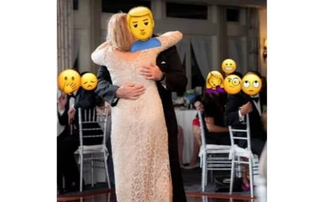 Será que foi provocação? A mãe do noivo usou um vestido branco de rendas e ficou junto ao filho durante o evento