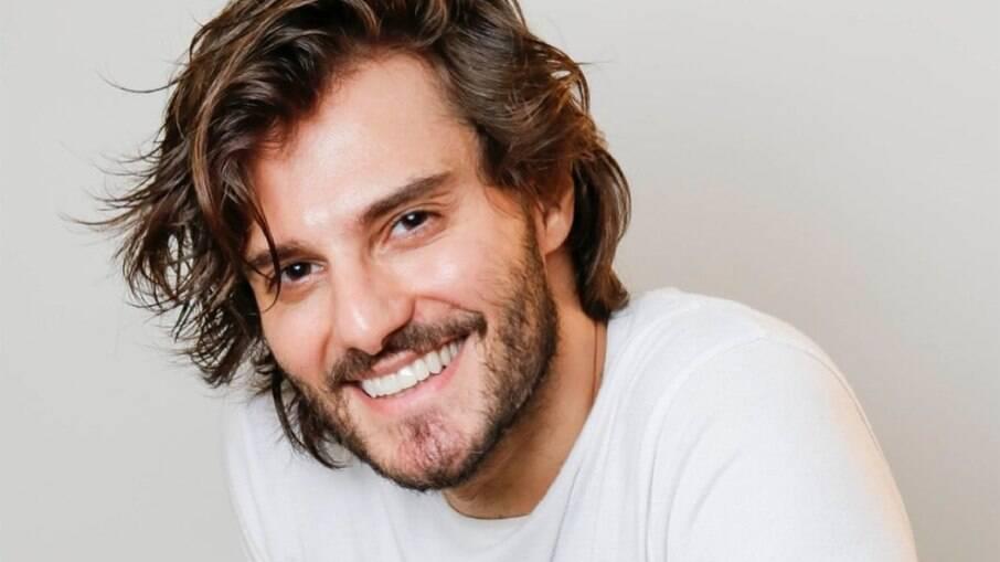 Hugo Bonemer conta que os trabalhos diminuíram após se assumir gays