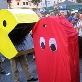 Em 2006, cerca de 300 pessoas foram às ruas de Madri mostra seu orgulho de ser nerd. Alguns se vestiram de Pacman