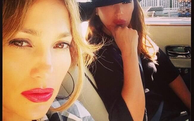 Jennifer Lopez e Leah Remini logo após o acidente de carro