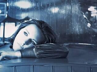 """Madeleine Peyroux é """"louca"""" por """"Estudando o Samba"""", de Tom Zé, e fã de cachaça"""