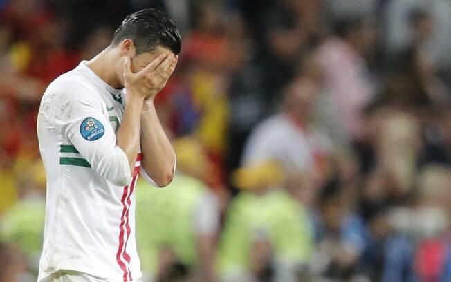 Atacante não esconde tristeza após eliminação  na semifinal, após disputa de pênaltis com a  Espanha