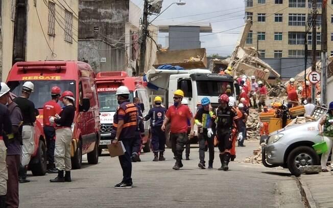 Corpo de mais uma vítima foi retirado dos escombros nesta quinta-feira