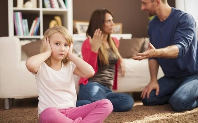 O uso dos filhos para trocar ataques é um sinal contundente de que a relação pode estar chegando ao fim