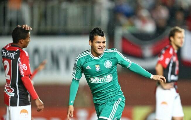 Gol de Mendieta garante vitória por 1 a 0  sobre o Joinville, pela 15ª rodada