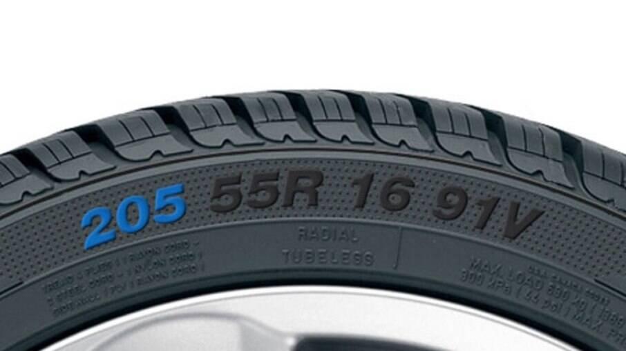 As letrinhas no pneu não estão lá à toa. Cada uma indica uma especificação, como tamanho, perfil, largura e o peso