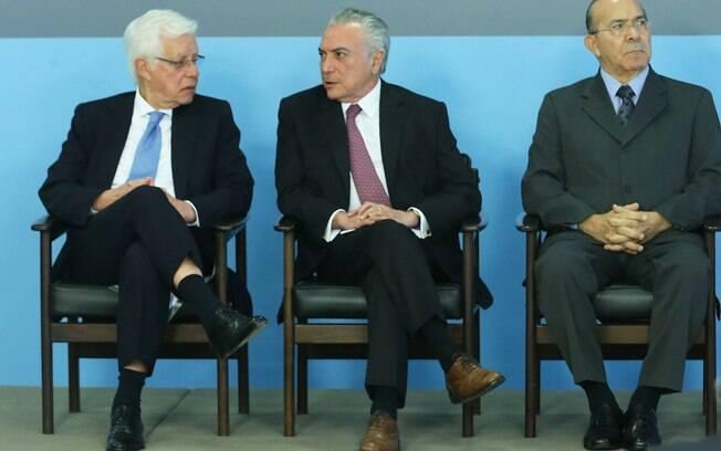 Michel Temer, Eliseu Padilha e Moreira Franco são investigados por supostos crimes eleitorais