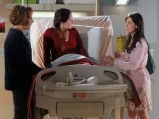 Manu tenta se explicar para Ana, enquanto Eva envenena a filha mais nova
