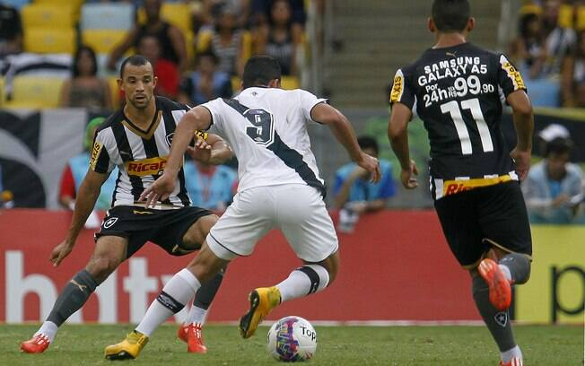 Botafogo: patrocínio irregular nas costas do uniforme dos jogadores
