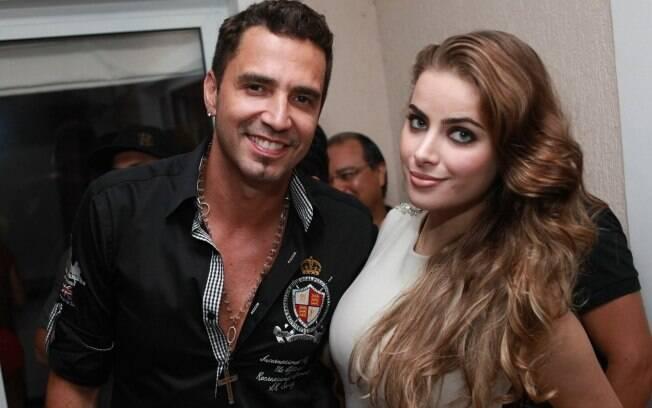 Latino e Rayanne Morais participaram da festa Private Mansion Party, nessa quinta-feira (26), no Rio