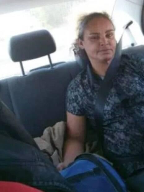 Oigna dentro de um carro