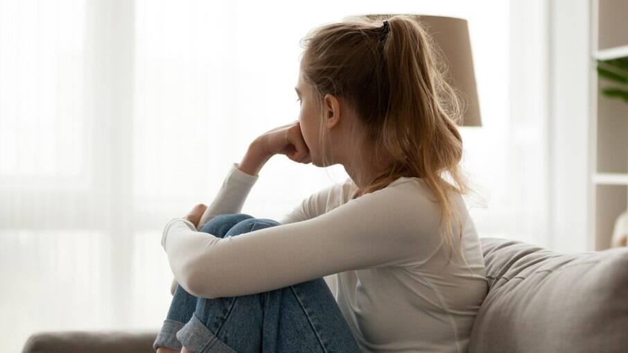 No Twiter, mulheres relatam suas experiências em relacionamento abusivo e mostram que isso ocorre de diferentes maneiras