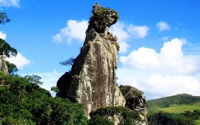 A pedra do Cão Sentado é um dos símbolos da cidade