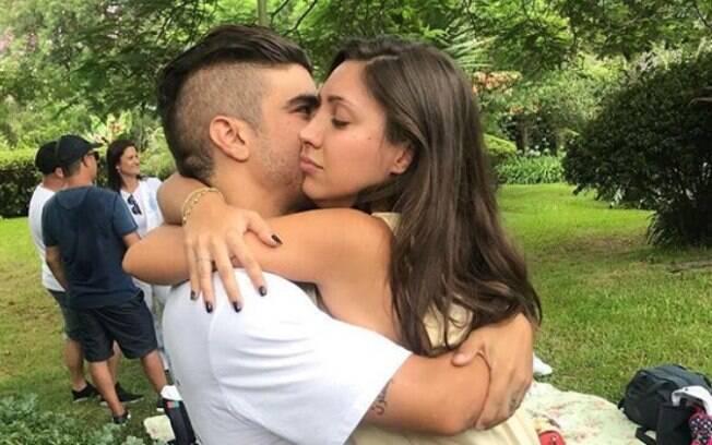 O ator e apresentador Caio Castro assumiu sua relação com a modelo Mariana D'ávila pelo Instagram em seu Instagram