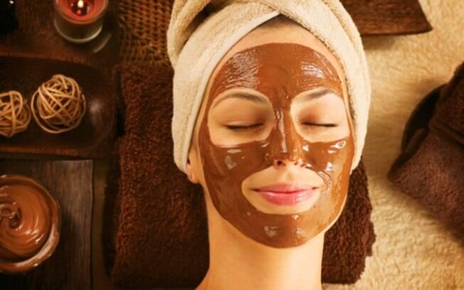As máscaras faciais feitas com chocolate podem ajudar a prevenir o envelhecimento da pele e mantê-la bem hidratada