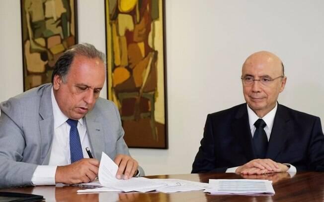 Pezão se comprometeu a cortar despesas em R$ 9 bilhões e aumentar receitas em R$ 1,2 bilhão do Rio de Janeiro