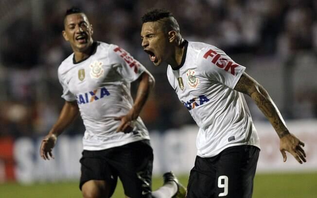 O peruano Guerrero celebra seu gol no  primeiro tempo