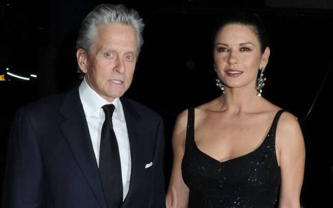 26 ANOS: Catherine-Zeta Jones (43 anos) e Michael Douglas (68 anos). Foto: SplashNews