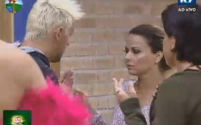 Viviane Araújo questiona Rodrigo Capella após votação