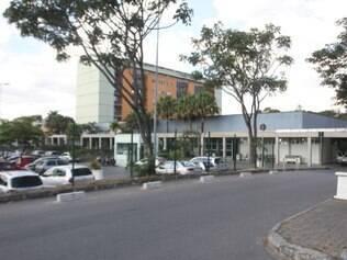 Após capotar carro roubado, Luciano Santos foi levado para o Hospital Regional