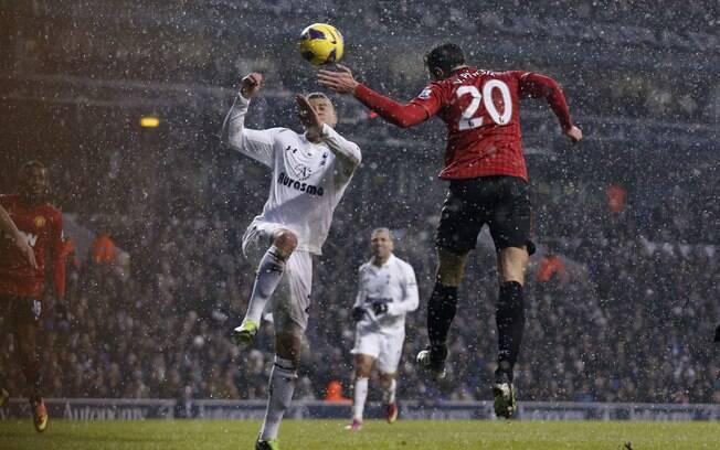 Após quatro vitórias seguidas, United empatou  com o Tottenham em 1 a 1 na 23ª rodada e viu  diferença para o City cair para cinco pontos