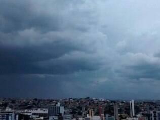 Foto do TempoClima/Puc Minas mostra chuva na Capital nesta sexta-feira