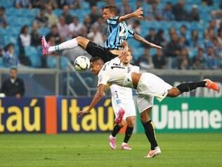 Jogo contou com excesso de falhas do Grêmio e falta de força do ataque santista