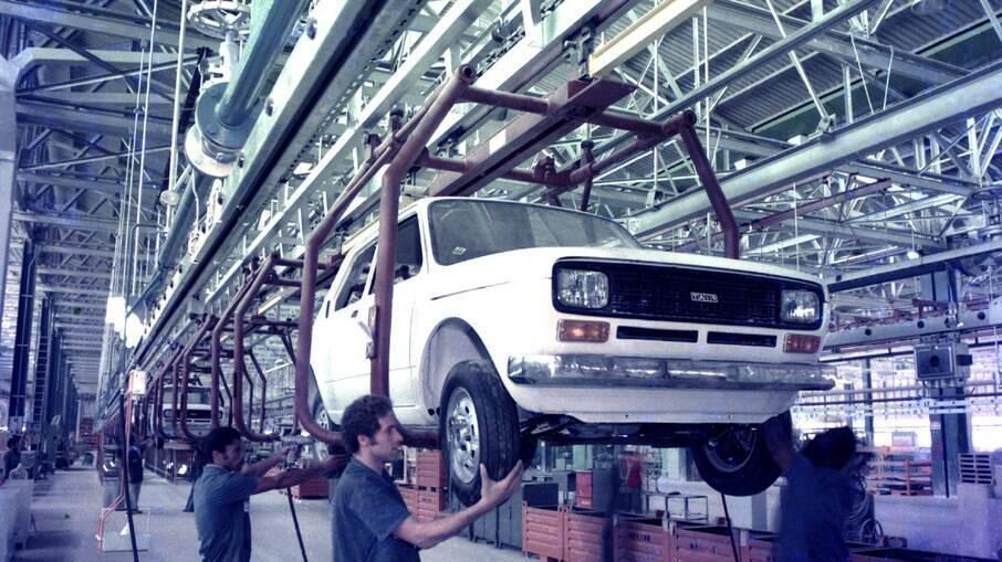 Fiat 45 anos: o pequeno 147 foi o primeiro carro da marca a ser fabricado em Betim (MG) em julho de 1976