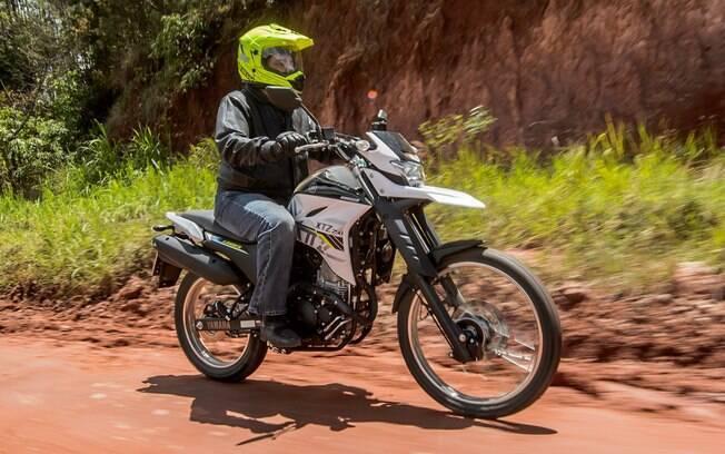 Na terra, a nova Yamaha XTZ 250 Lander não perdeu suas virtudes, mesmo com os novos pneus
