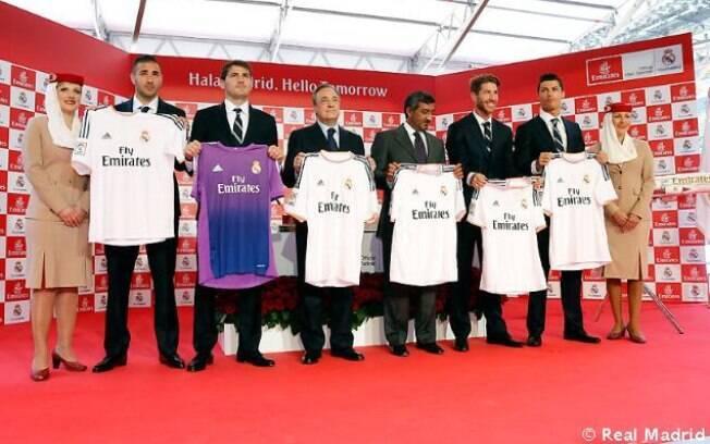 Com astros como Cristiano Ronaldo e Casillas, Real Madrid apresentou a camisa com o novo patrocinador para a temporada 2013/2014