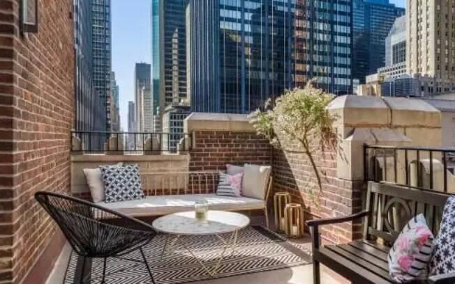 A sacada de 18 metros da suíte quadrados tem uma vista privilegiada de Manhattan, distrito da cidade de Nova York