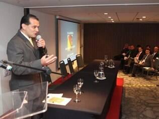 ESPORTES BH MG: PRIMEIRO SIMPOSIO DE ARBITRAGEM , PALESTRA COM O ARBITRO PARAGUAIO CARLOS AMARILLA. NA FOTO:  FOTO: DENILTON DIAS / O TEMPO / 23.10.2014