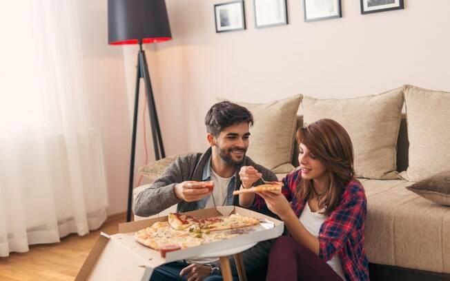 Ao preparar o quarto para noite romântica você não precisa necessariamente servir um jantar super elaborado