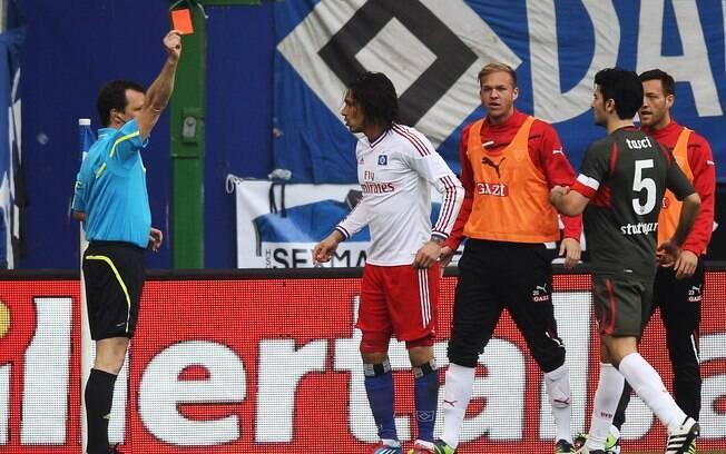 Guerrero é expulso após entrada violenta em  goleiro adversário